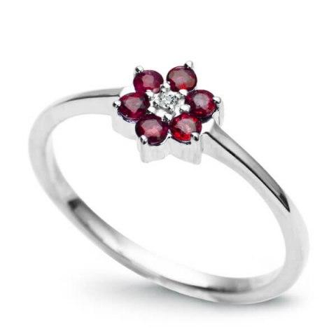 pierścionek z diamentem kwiatek