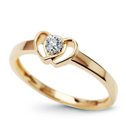 pierścionek z diamentem serca